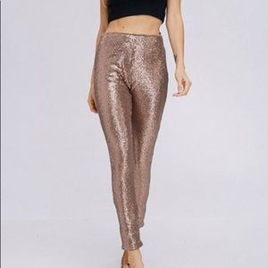 d54c96c108c467 NWT Windsor gold sequin leggings. Size: small